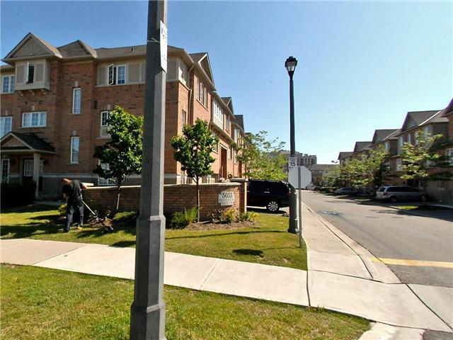 Condo Townhouse at 5055 Heatherleigh Ave, Unit 26, Mississauga, Ontario. Image 2