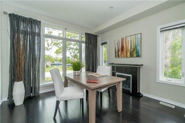 Detached at 338 Woodale Ave, Oakville, Ontario. Image 2