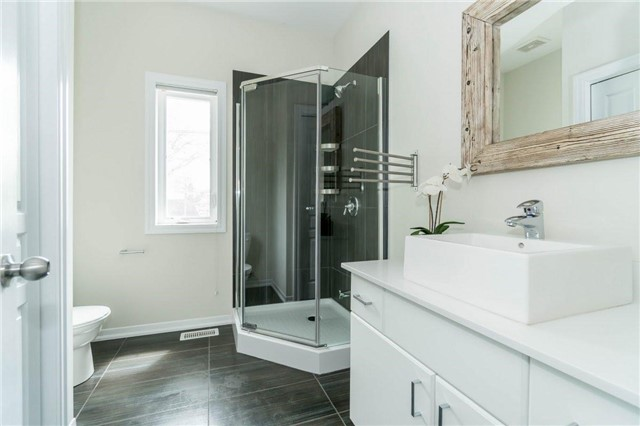 Detached at 338 Woodale Ave, Oakville, Ontario. Image 3