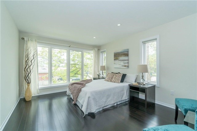 Detached at 338 Woodale Ave, Oakville, Ontario. Image 4