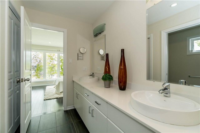 Detached at 338 Woodale Ave, Oakville, Ontario. Image 8