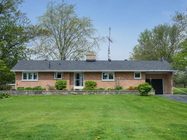 Detached at 1075 Burnhamthorpe Rd W, Oakville, Ontario. Image 1
