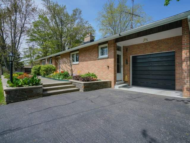 Detached at 1075 Burnhamthorpe Rd W, Oakville, Ontario. Image 12