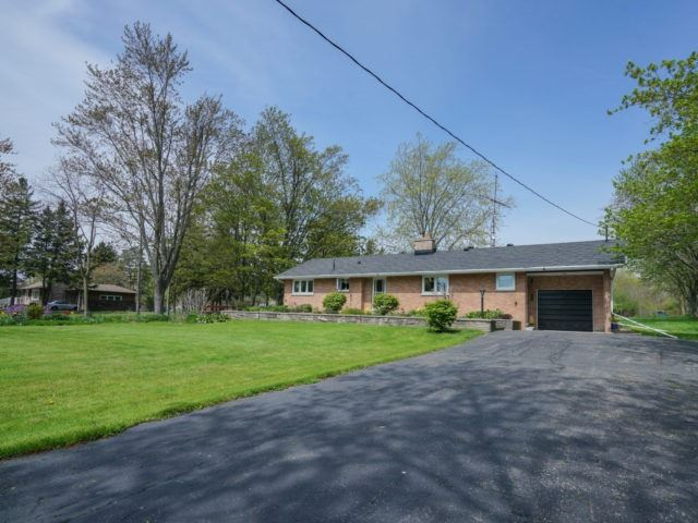 Detached at 1075 Burnhamthorpe Rd W, Oakville, Ontario. Image 14