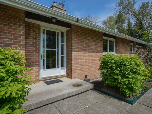 Detached at 1075 Burnhamthorpe Rd W, Oakville, Ontario. Image 15