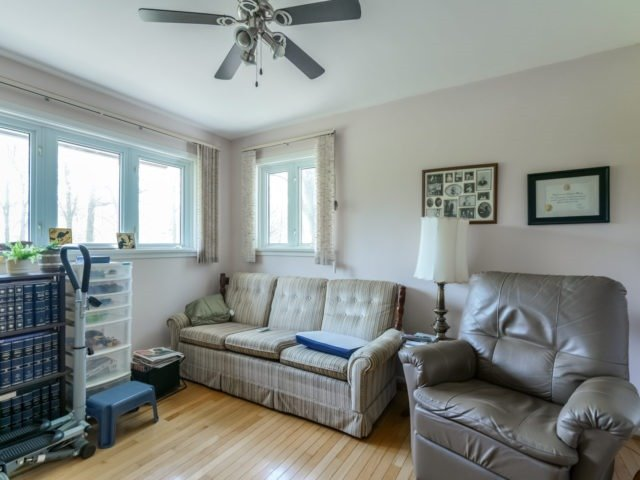 Detached at 1075 Burnhamthorpe Rd W, Oakville, Ontario. Image 6