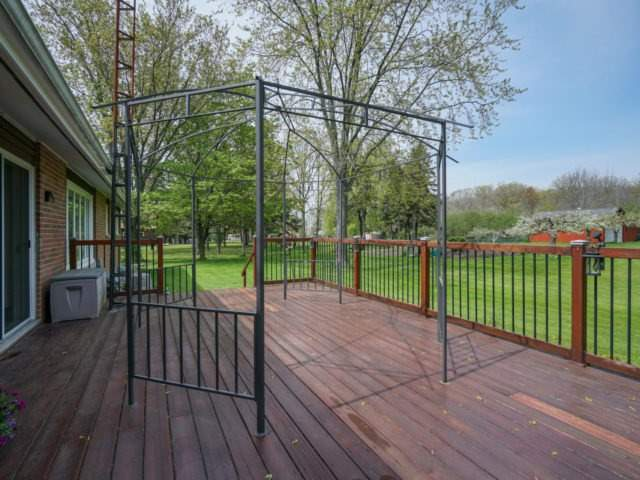 Detached at 1075 Burnhamthorpe Rd W, Oakville, Ontario. Image 10