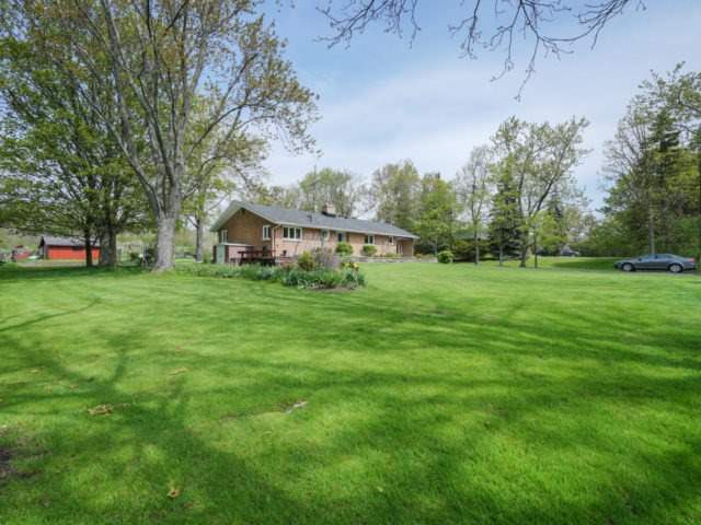 Detached at 1075 Burnhamthorpe Rd W, Oakville, Ontario. Image 13