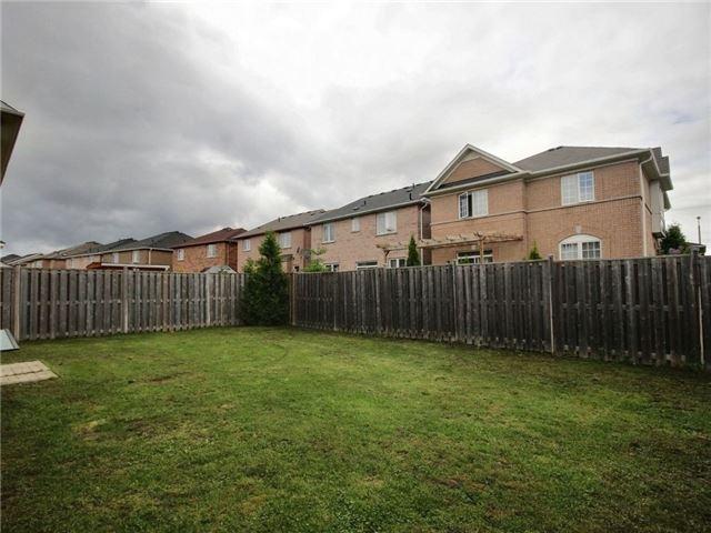 Detached at 76 Hardgate Cres, Brampton, Ontario. Image 4