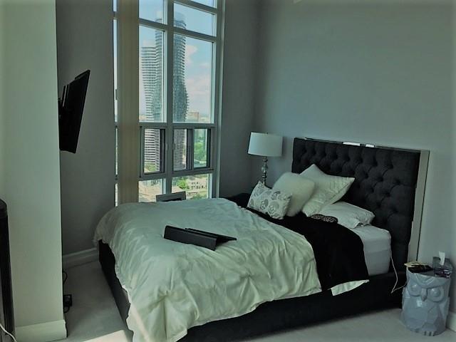 Condo Apartment at 1 Elm Dr, Unit Mp 3006, Mississauga, Ontario. Image 3