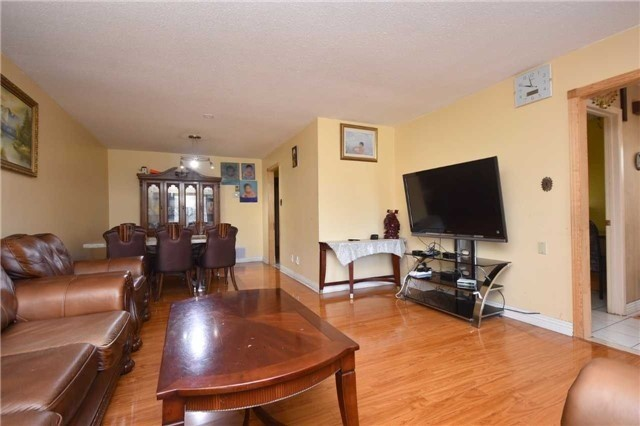 Semi-detached at 7661 Wildfern Rd, Mississauga, Ontario. Image 14