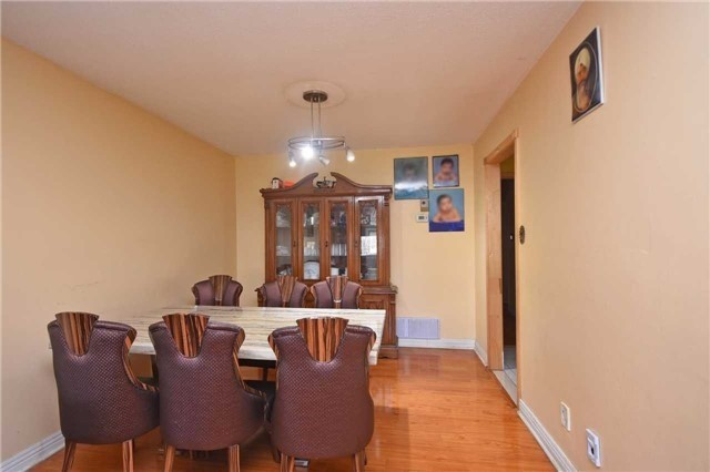 Semi-detached at 7661 Wildfern Rd, Mississauga, Ontario. Image 15