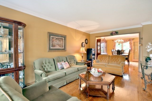 Detached at 4060 Molly Ave, Mississauga, Ontario. Image 12