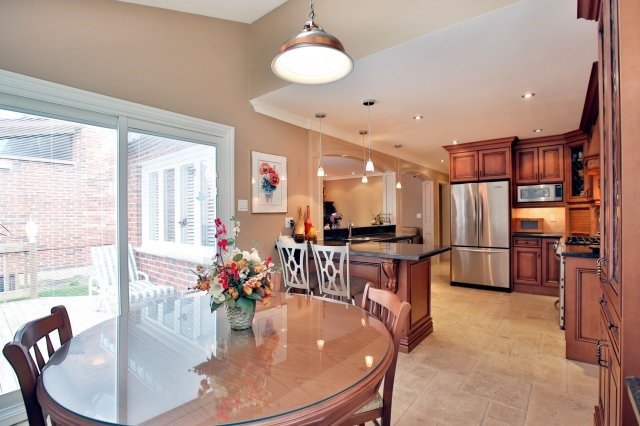 Detached at 4060 Molly Ave, Mississauga, Ontario. Image 16