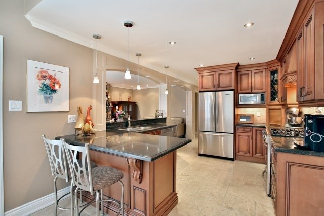 Detached at 4060 Molly Ave, Mississauga, Ontario. Image 17