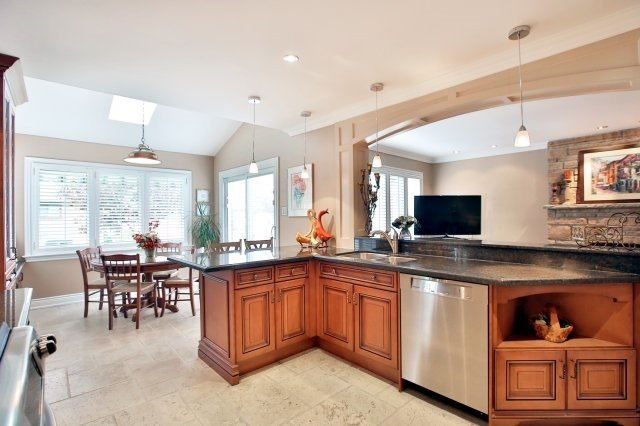 Detached at 4060 Molly Ave, Mississauga, Ontario. Image 19