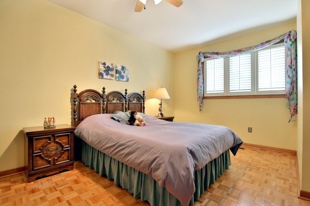 Detached at 4060 Molly Ave, Mississauga, Ontario. Image 5