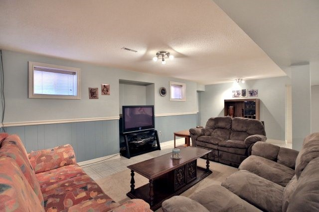 Detached at 4060 Molly Ave, Mississauga, Ontario. Image 10