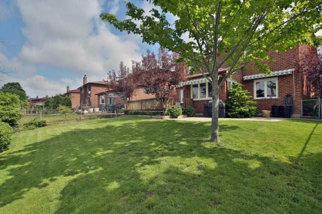 Detached at 4060 Molly Ave, Mississauga, Ontario. Image 11