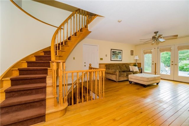 Detached at 924 Meadow Wood Rd, Mississauga, Ontario. Image 17