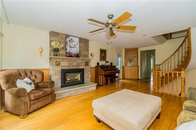 Detached at 924 Meadow Wood Rd, Mississauga, Ontario. Image 19