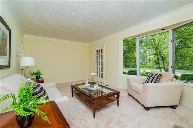 Detached at 924 Meadow Wood Rd, Mississauga, Ontario. Image 20