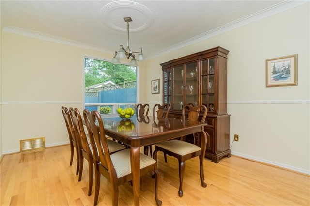 Detached at 924 Meadow Wood Rd, Mississauga, Ontario. Image 3