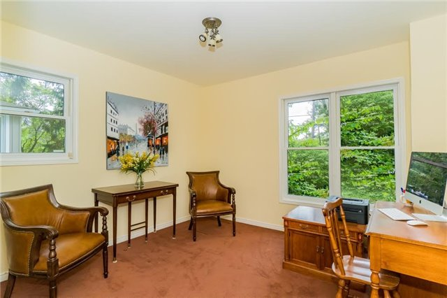 Detached at 924 Meadow Wood Rd, Mississauga, Ontario. Image 4