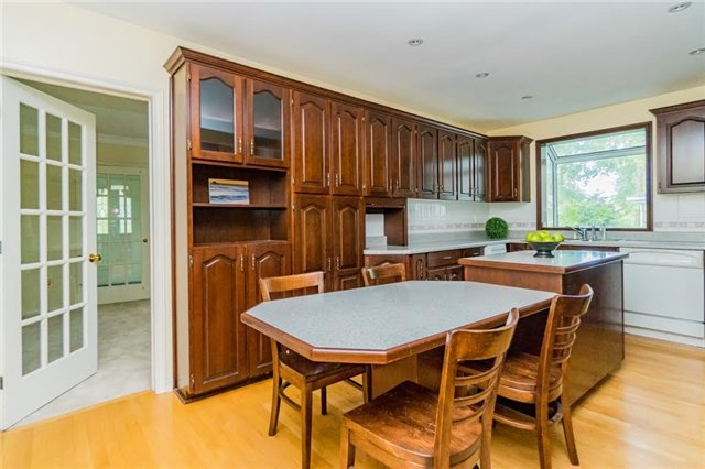 Detached at 924 Meadow Wood Rd, Mississauga, Ontario. Image 5