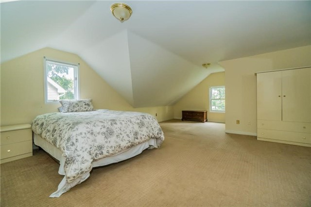 Detached at 924 Meadow Wood Rd, Mississauga, Ontario. Image 10