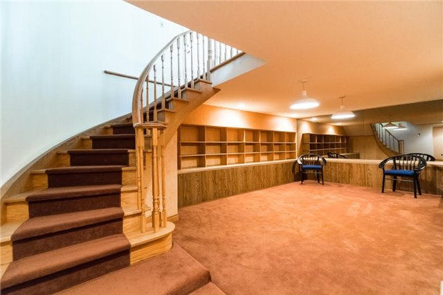 Detached at 924 Meadow Wood Rd, Mississauga, Ontario. Image 11