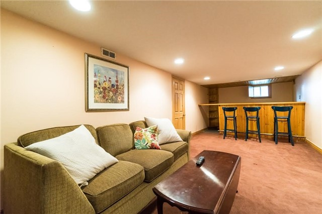 Detached at 924 Meadow Wood Rd, Mississauga, Ontario. Image 13