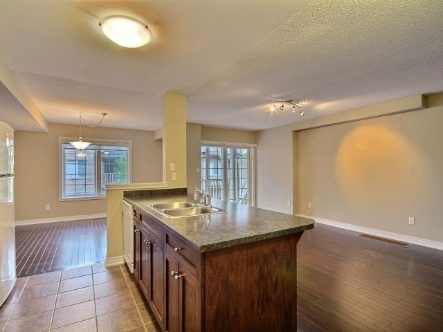 Townhouse at 628 Budgeon Common, Burlington, Ontario. Image 4