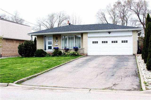 Detached at 225 Slater Cres, Oakville, Ontario. Image 1