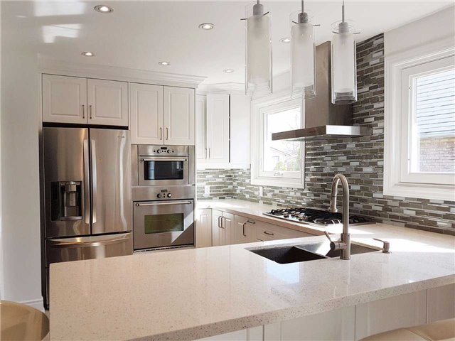 Detached at 225 Slater Cres, Oakville, Ontario. Image 12
