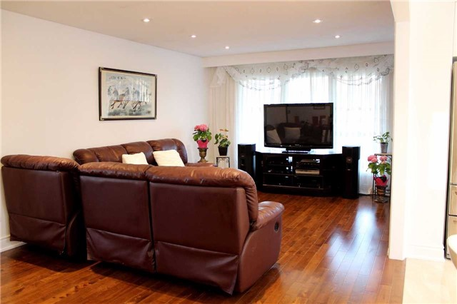 Detached at 225 Slater Cres, Oakville, Ontario. Image 15