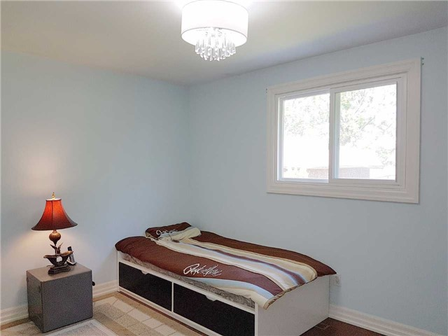 Detached at 225 Slater Cres, Oakville, Ontario. Image 19