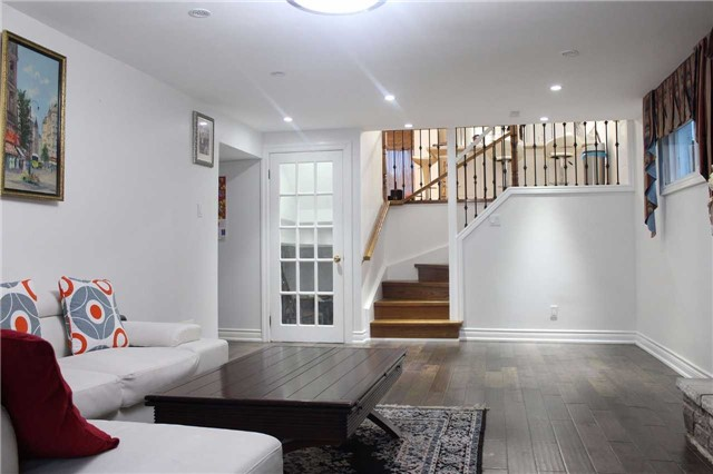 Detached at 225 Slater Cres, Oakville, Ontario. Image 4