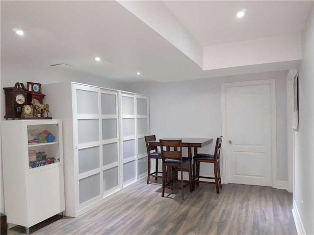 Detached at 225 Slater Cres, Oakville, Ontario. Image 6