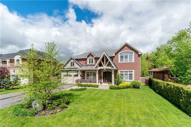 Detached at 1355 Thornhill Dr, Oakville, Ontario. Image 1