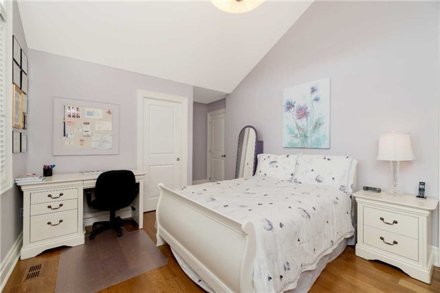 Detached at 1355 Thornhill Dr, Oakville, Ontario. Image 20