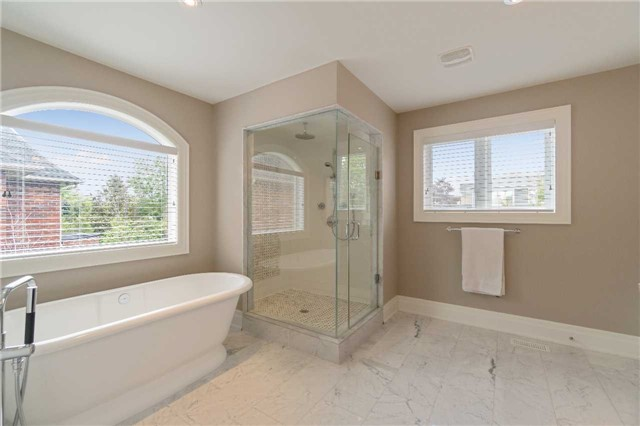 Detached at 1355 Thornhill Dr, Oakville, Ontario. Image 6