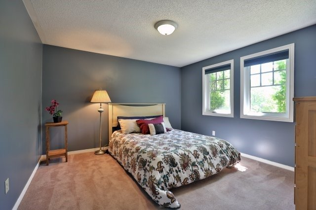 Detached at 1399 Silversmith Dr, Oakville, Ontario. Image 5
