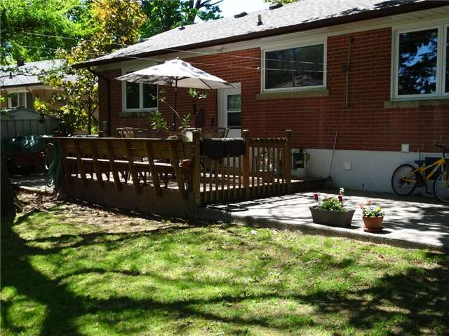 Detached at 522 Pineland Ave, Oakville, Ontario. Image 4
