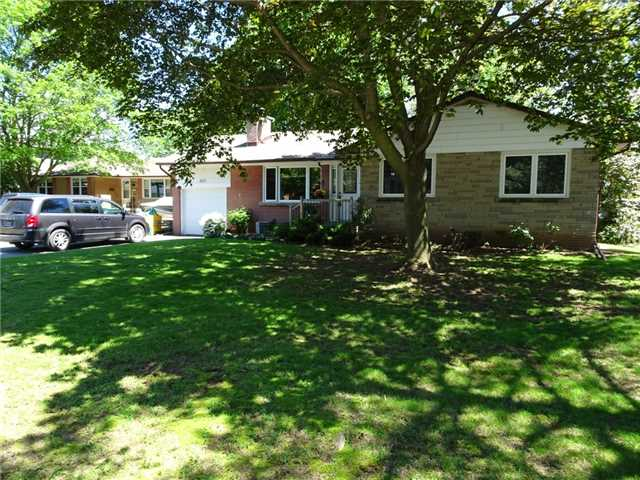 Detached at 522 Pineland Ave, Oakville, Ontario. Image 6