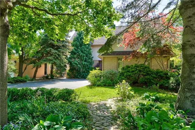 Detached at 3102 Lakeshore Rd W, Oakville, Ontario. Image 1