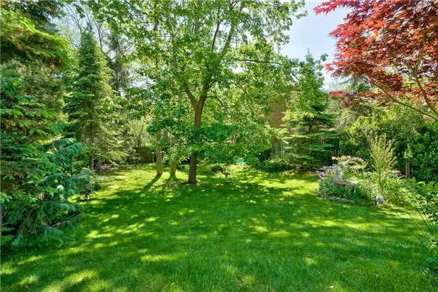 Detached at 3102 Lakeshore Rd W, Oakville, Ontario. Image 17