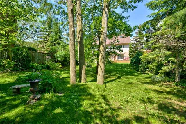 Detached at 3102 Lakeshore Rd W, Oakville, Ontario. Image 18
