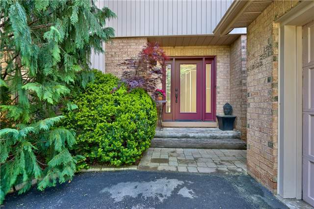 Detached at 3102 Lakeshore Rd W, Oakville, Ontario. Image 19