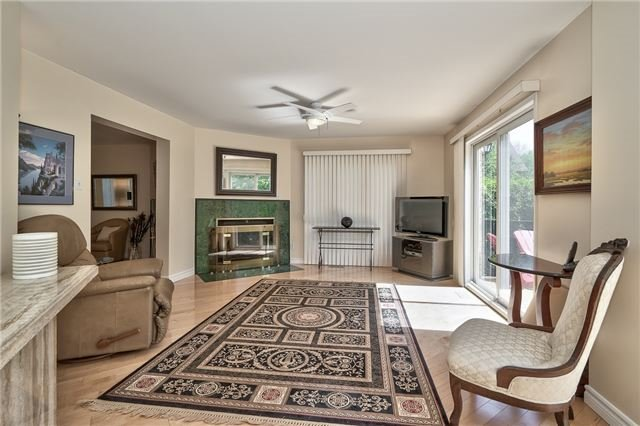 Detached at 3102 Lakeshore Rd W, Oakville, Ontario. Image 6